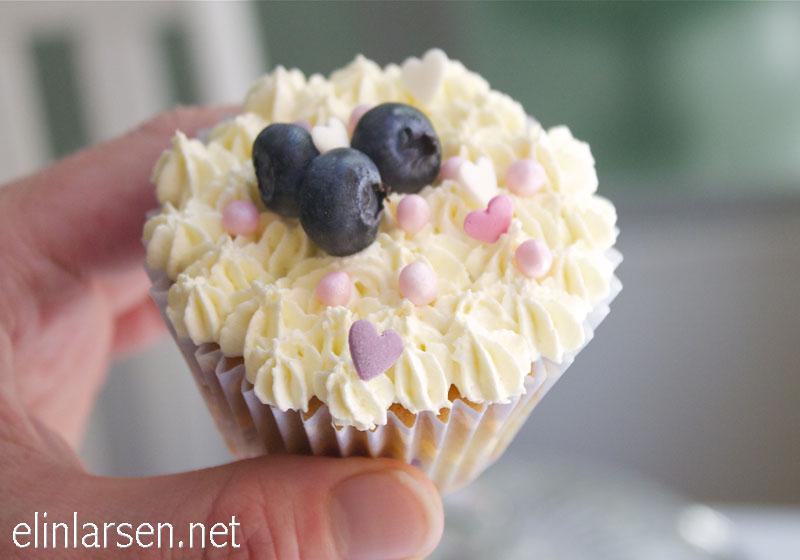 Blåbær cupcakes med sjokolade glasur