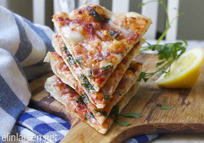 Eltefri pizza med parma, mozarella og persille