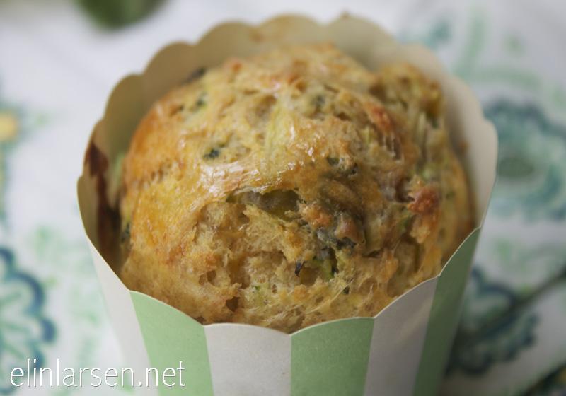 Matmuffins med cheddar og seranoskinke