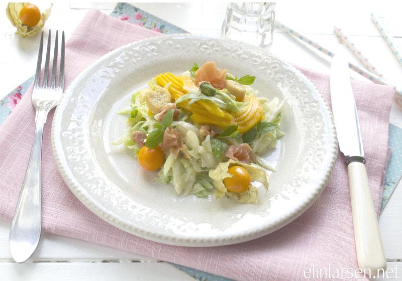 Sommersalat med mango og prosciutto skinke
