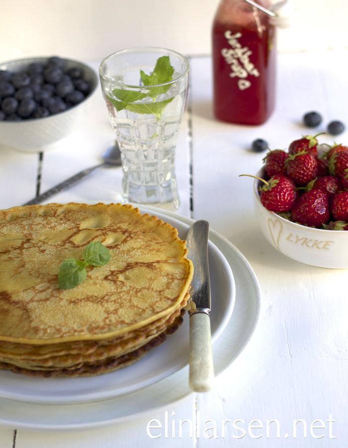 Pannekaker med jordbærsirup