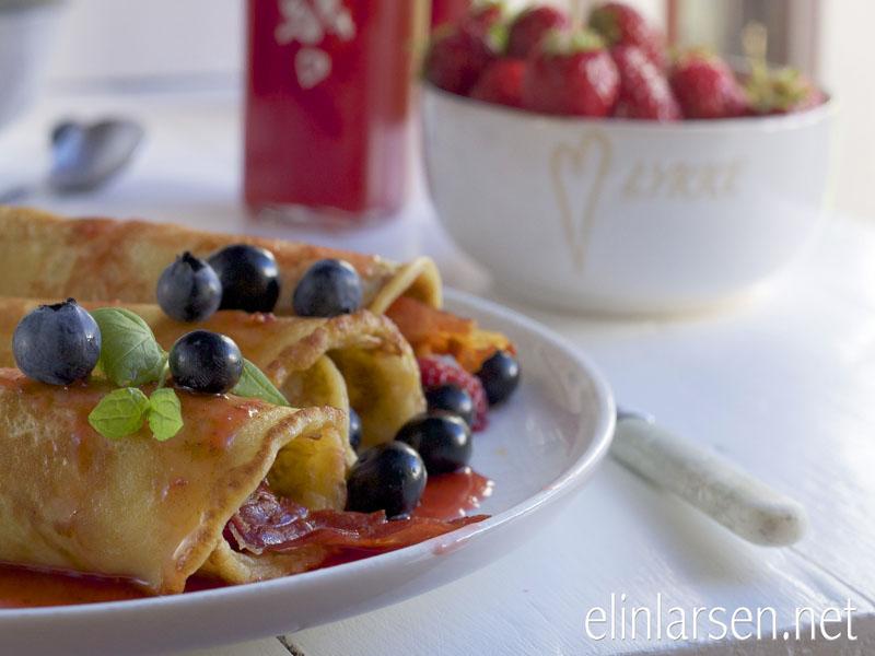 pannekake med jordbærsirup