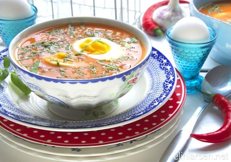 Tomatsuppe med basilikum og chili