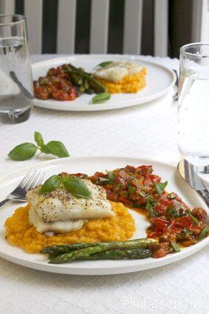 Bakt torsk med asparges og chorizosalsa