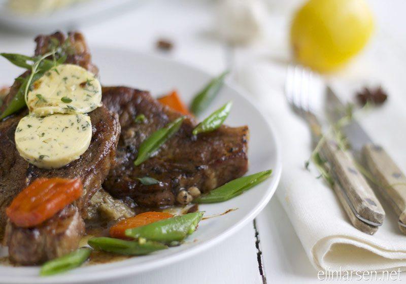 Lammekoteletter med auberginekompott og glaserte gulrotter