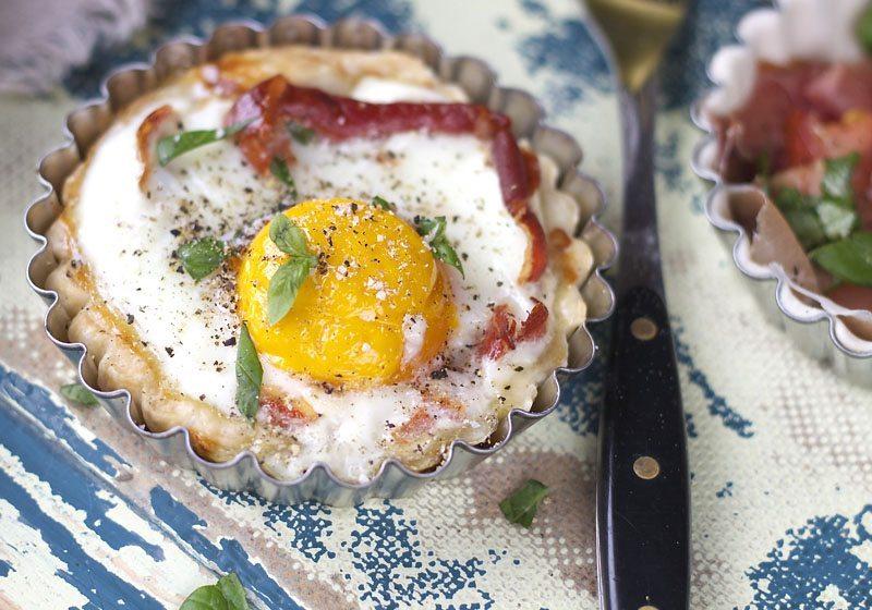 Miniterte med egg og bacon