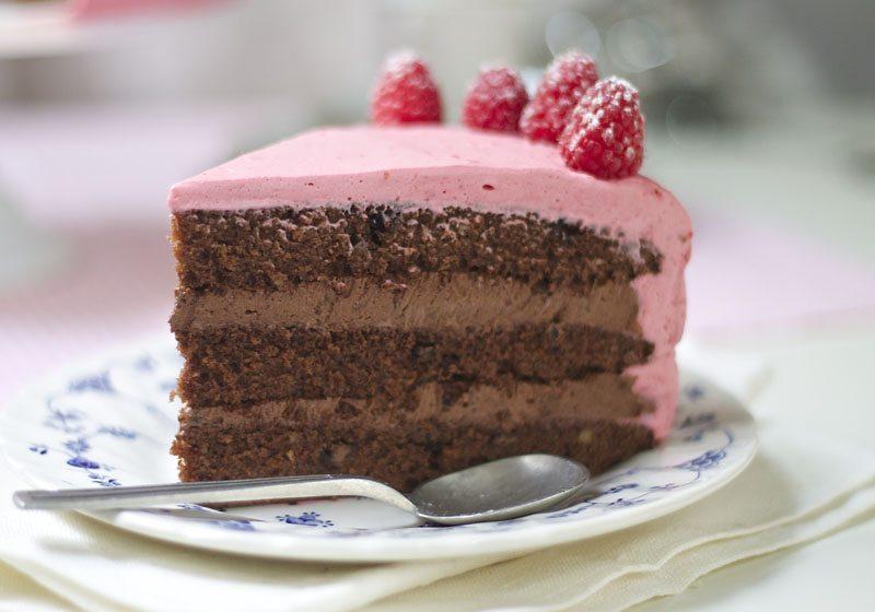 Oreosjokoladekake mebringebærmousse