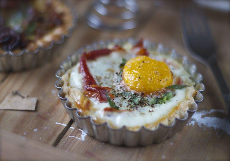 Paaskefrokost egg og bacon i terte