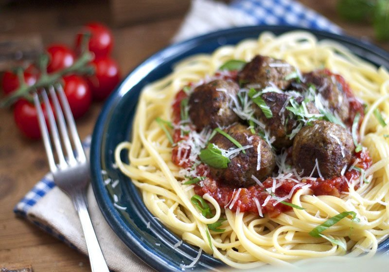 Spaghetti med italienske kjøttboller i tomatsaus