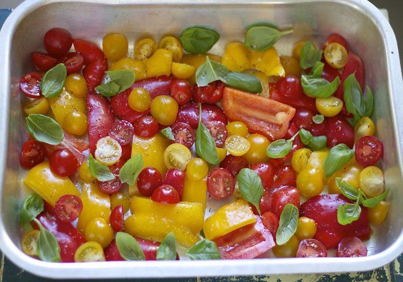 Ovnsbakt paprika- og tomatsalat