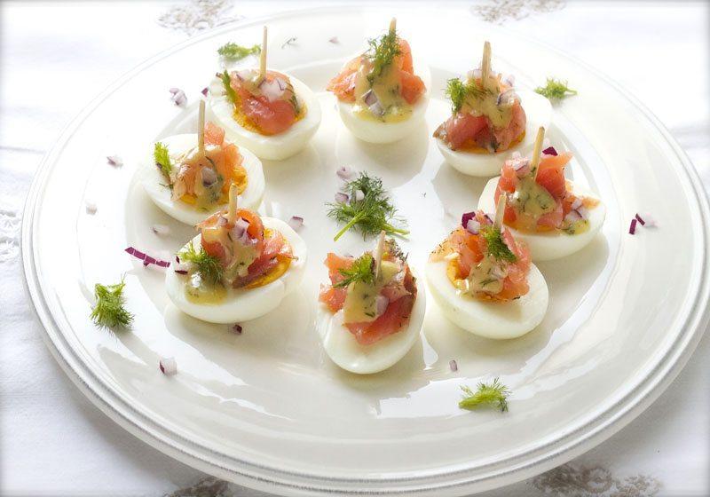 Fylte egg, gravlaks og sennepssaus