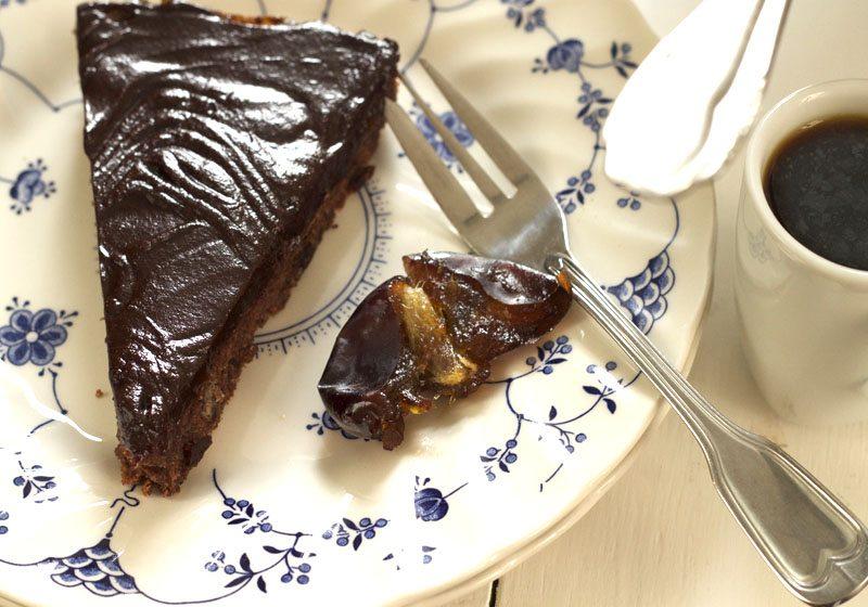 Sjokoladekake med dadler og sjokoladeganache
