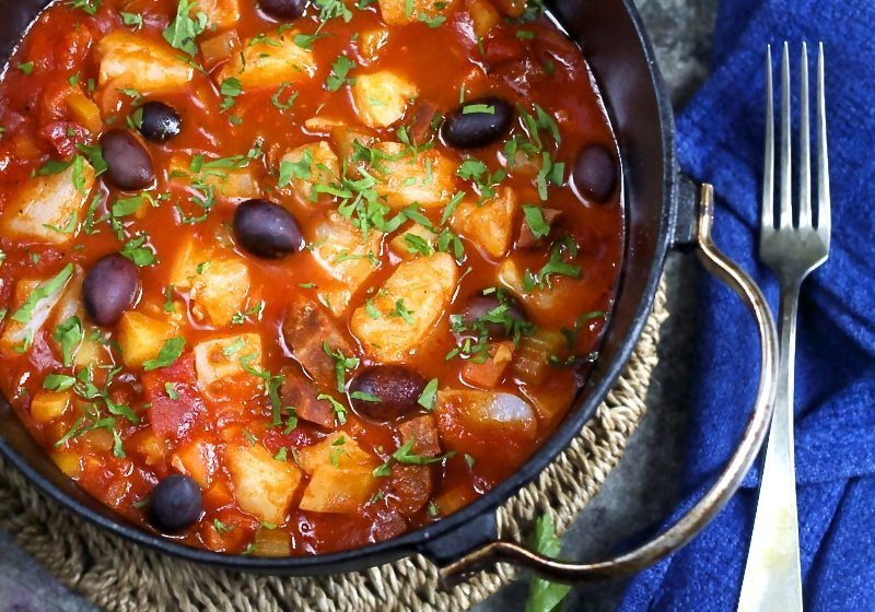 Skreigryte med chorizo og oliven