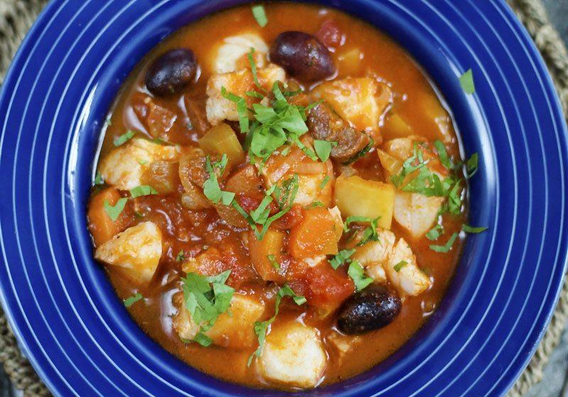 Skreigryte med oliven og chorizo