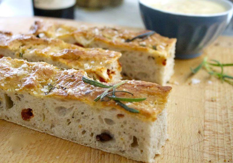 foccacia med oliven og rosmarin