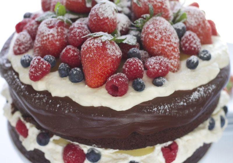 Fyll kaken med mye baer på midten