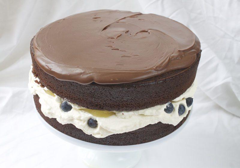 Jevn sjokoladekrem utover