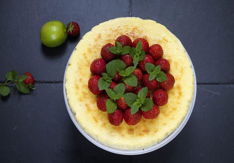 bakt ostekake med norske jordbaer