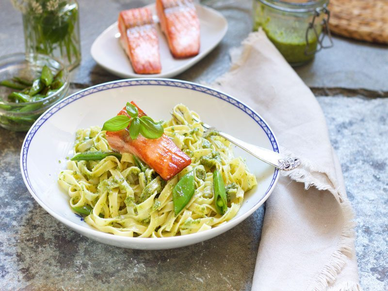 pasta med laks og pesto