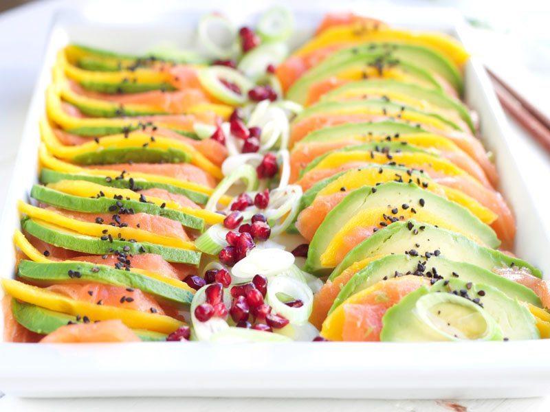 Laksesashimi med mango og avokado