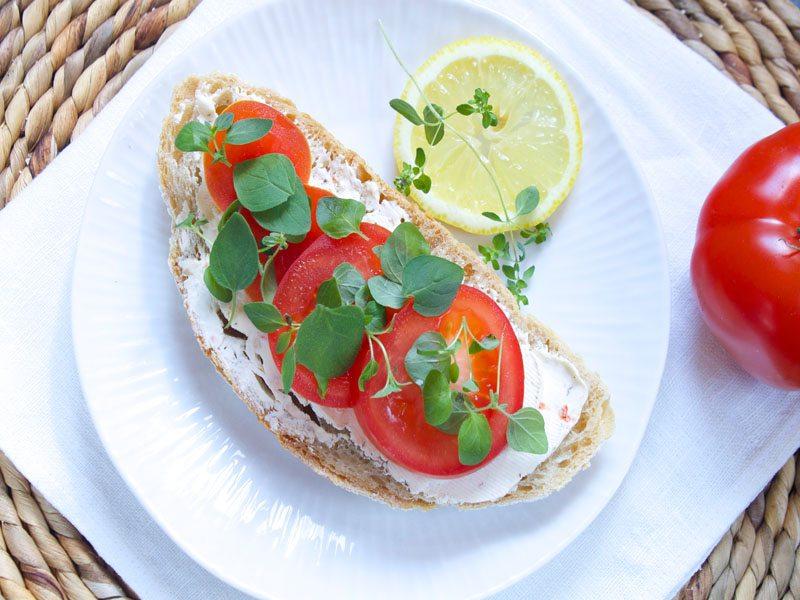 Ost med tomater og oregano